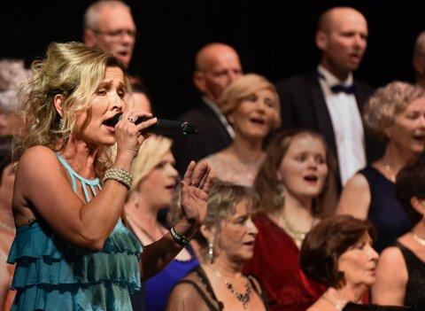 Kristin Isdal Eide i aksjon under ein tidlegare konsert i Halsnøy kulturhus. (Arkivfoto).