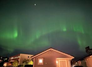 Slik såg nordlyset ut over Gry Helges på Husnes fredag kveld.