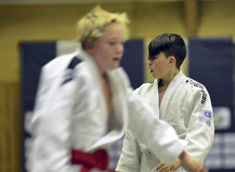 Øyeblikket: BK Judos Vetle  Årdal Fjelstad (til høyre) har her akkurat vunnet sin klasse under 830-Cup i Kongsberghallen, i kamp mot Iver Hildrum fra Namsos Judo Club. ALLE FOTO: CHRISTIAN MAUNO