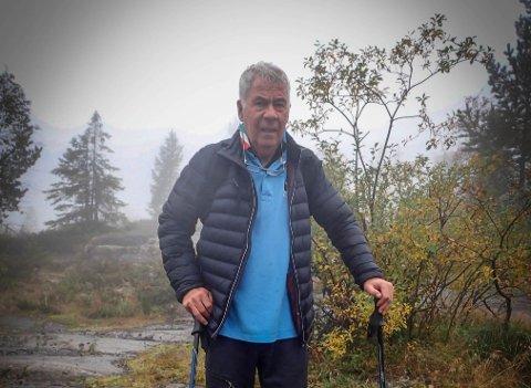 FOR DÅRLIG: Egil Drillo Olsen (77) var på topptur til Knuten på mandag, men ble skuffet over dårlig merking av stiene.