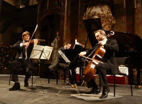 KOMMER: Tor Espen Aspaas på klaver har gjestet Glogerfestspillene tidligere. Lørdag 25. januar holder han konsertforedrag i Smeltehytta.