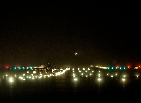 F-16 take off på kveldstid før natt