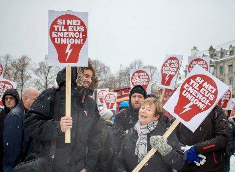 Nei til ACER var parolen da Nei til EU og er rekke LO-forbund demonstrerte mot ACER 23.1.18 på Eidsvolls plass