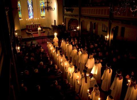 BARE LEVENDE LYS: Lucia-konserten er en stemningsfull tradisjon i Moss kirke.