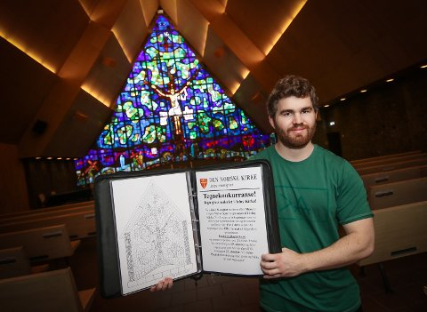 VANSKELIG VALG: Konstituert kapellan Christian Dag Nilsen takker for alle innsendte tegninger og sier det var vanskelig å kåre vinnere.
