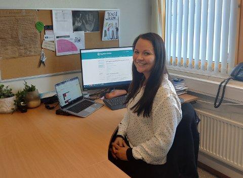 Karriererådgiver Ann-Kristin Eliassen ved Malakoff vgs. er en av flere som i disse dager hjelper de som skal begynne å studere til høsten.
