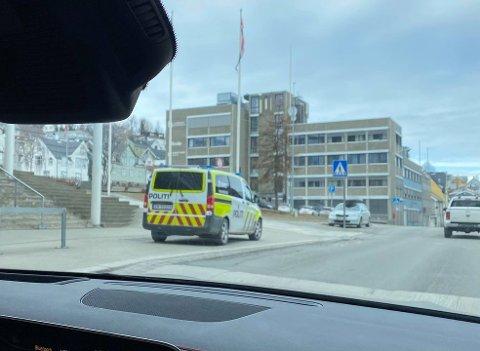 Politet ved Aurora Fokus kino lørdag ettermiddag, der to unggutter skal ha vist frem noe som har sett ut som en pistol.