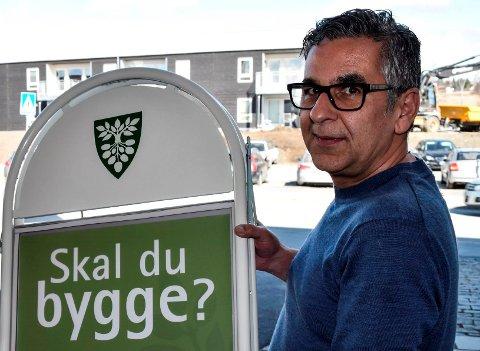 ULOVLIGHETER: - Det pågår fortsatt ulovlige byggetiltak i Østre Toten, sier byggesaksbehandler Sohrab Mohammad Kamaly..