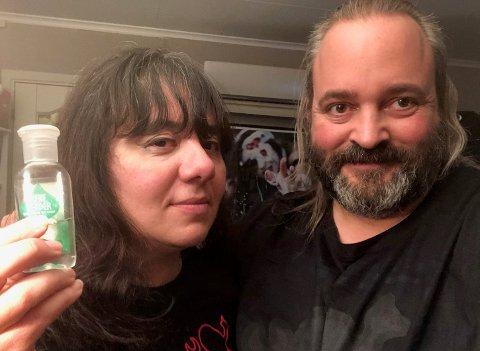IKKE SMITTET: Anna Maria Gentili og Stian Amundsen på Reinsvoll synes at de fikk svært god oppfølging av lege og kommuneoverlege etter at de kom hjem fra en ferietur i koronasmittede områder i Italia.