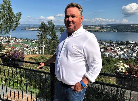 SATSER VIDERE: Nærmest mot alle odds ble sommersesongen på Hovdetoppen en suksess for Steffen Hellum som nå bare venter på å få de virkelige store kanonene til byens tak.