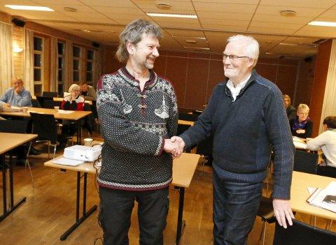 SAMARBEIDER: Lærer Arne Gunnar Havnås ved Siggerud skole og Frank Robert Berg i LMS Ski har gjensidig glede av det Sagstua betyr for teoritrøtte elever. FOTO: STIG PERSSON