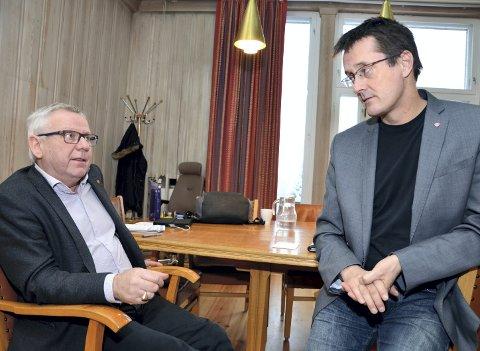 Sterkt uenige: Ingvar Midthun (til høyre) og ordfører Erik Hanstad er sterkt uenig i vegsaken. Foto: Randi Undseth