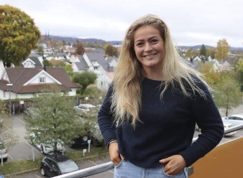 AMBISJONER: Andrea Brekke Karlsen har ambisjoner om proff- og landslagsspill. 18-åringen fra Bjørntvedt går på toppidrettsgymnaset og spiller på Gjerpens lag i 1. divisjon, og hun håper snart å etablere seg som en av støttespillerne på laget.