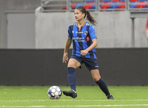 SUVEREN SESONG OG OPPRYKK: Eidanger-jentene Silje Bjørneboe og Sunniva Skoglund har hatt en suveren sesong med Stabæk i 1. divisjon. De rykker opp til Toppserien med 15 poengs margin til lag nummer to. Begge gleder seg veldig til å spille i Toppserien neste år.
