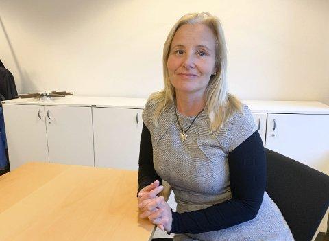 STRAMMER INN: Ebba Friis Eriksen strammer inn rundt usikre tomtegrenser.