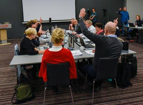 Kun fire stemte for sykehusdirektør Hulda Gunnlaugsdottirs innstilling - styret i Helgelandssykehuset gikk heller for ett sykehus, plassert i Sandnessjøen og omegn.