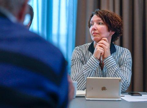 Styremedlem i Helgelandssykehuset, Eva Monica Hestvik, la ikke skjul på at hun er kritisk til at Helgelandssykehuset stenger førdeavdelingene i Mo i Rana og Sandnessjøen, med fire uker hver i sommer.