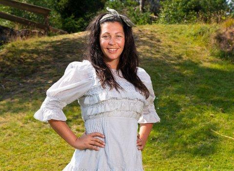 "DELTAR PÅ FARMEN: Tina Teien har bodd i Brumunddal i sju år. I høst blir hun å se inne på ""Farmen""."