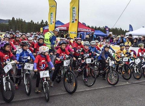 Her er det like før starten av Tour of Kids for Norway på Eggemoen i fjor.