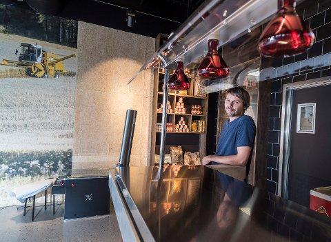 Jonas Gythfeldt ønsker å drive med mer enn matkultur på Sørsida Grill & BBQ.