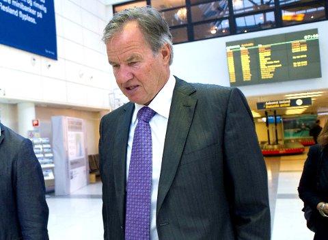 FLY PÅ BAKKEN: Norwegian-sjef Bjørn Kjos beklager overfor kundene etter at flere avganger ble innstilt.