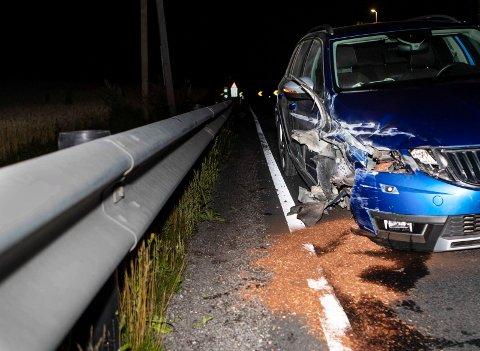 Trafikkuhell: En bil kjørte inn i autovernet ved kjettingplassen før Eggemobakken.