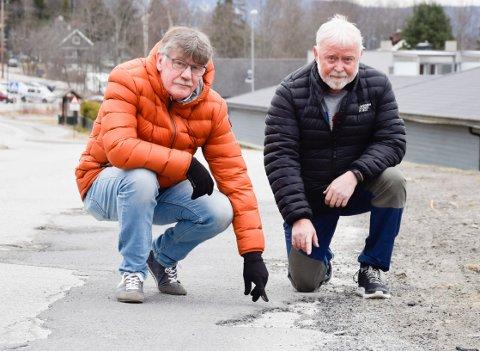 FORVENTNINGER: Kommunens innrømmelse av at Valhallveien har gått ut på dato gir Knut Johansen og Einar Inge Eidsaunet forventninger om tiltak.