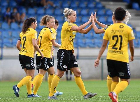 Herjet: Elise Thorsnes scoret to ganger da Linfield ble mange hakk for små for LSK Kvinner. Foto: NTB scanpix