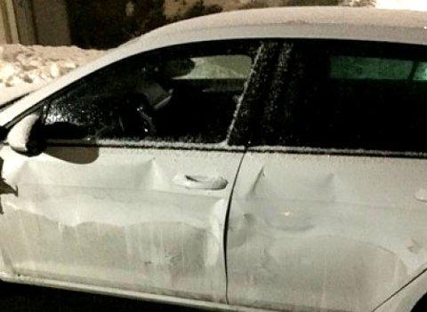 MULIG MOTIV: Politiet mener at skuddene som ble avfyrt mot denne bilen på Stovner, kan være med på å danne et motiv for skytingen på Fjellhamar kort tid senere.