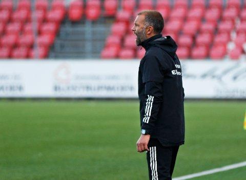 Sliter, men sitter foreløpig trygt: Tirsdag måtte Trond Fredriksen se Ull/Kisa tape hele 7-0 for Tromsø. Til tross for over halvannet år med skuffende resultater har ikke klubbledelsen planer om å erstatte treneren som har kontrakt ut neste år.