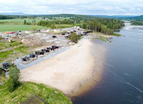 VIL VOKSE: Nes Strandhager ønsker flere hytter langs Glomma, nærmere bestemt øverst til høyre i bildet.