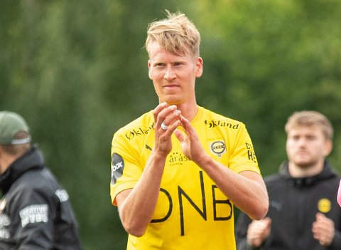 Oslo 20210801.  Lillestrøm takker supportrerne under andre runde i NM i fotball mellom Skeid og Lillestrøm på Nordre Åsen. Foto: Annika Byrde / NTB
