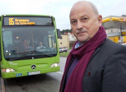 IKKE ENIG:  Fylkesordfører Roger Ryberg avviser at  kollektivtilbudet i Hurum ikke prioriteres.