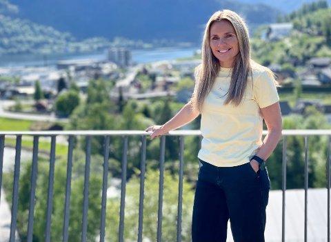 MELLOM TO KAMPAR: Kari Johannessen Bakke synest det er ei flott veke med to heimekampar for Sogndal. No satsar ho på at oppturen kjem laurdag.