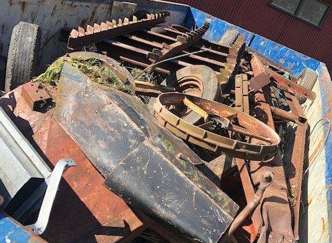 FULLASTA: Den eine av konteinarane fullasta med metallavfall. – Flott innsats, seier verneområdeforvaltar, Anbjørg Nornes.