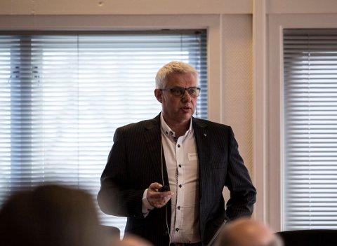Kultursjef Morten E. Hansen forteller at kulturhuset vil gå med underskudd i år.