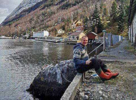 FASTBUANDE: Hostell- og kafedrivar Hessel Haker fryktar at det nye ferjetilbodet på Lysefjorden blir dårlegare enn dagens.
