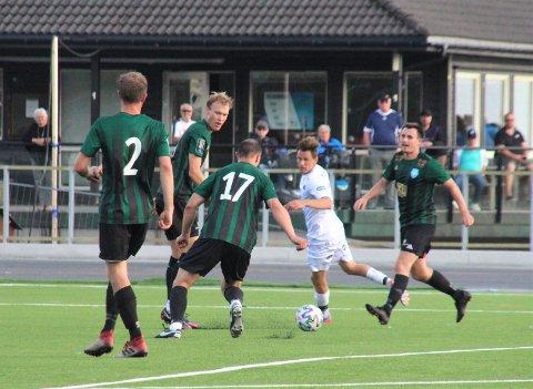 3-3: Staal tapte to poeng da de spilte uavgjort mot Viking, som derimot vant ett. På bildet ser vi Staal-spillerne Vidar Harestad (med ryggen til),David Eie, Daniel Ciach (ryggen til) og Espen Helland