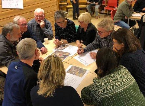 POPULÆRE MØTER: Mange møtte opp for å snakke om bygda da kommuneplanleggerne kom til Gransherad og Lisleherad i forrige uke.