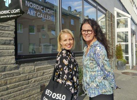 Nettverk: Ingunn Strand (til høyre) i Nordic Light Events vil etablere et kreativt bedriftsnettverk i Kristiansund. Sigri Sevaldsen har bidratt med innspill. Foto: Nordic Light