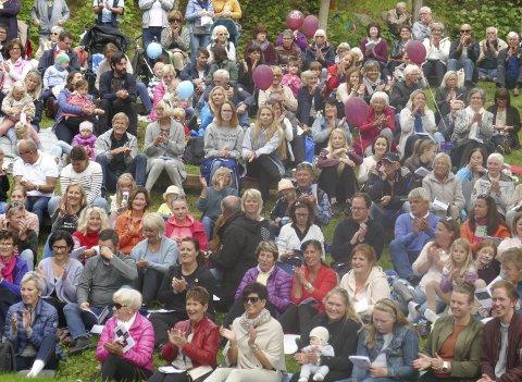 Folksomt: Over 700 tok turen til konserten i Vanndamman.