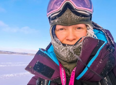 TURGLAD: Stine Mikalsen på tur i vintervær. Hun elsker å gå på tur, og gjør dette ofte.