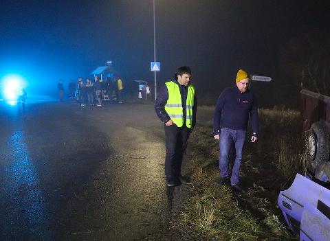 Jon Einar Holmen og Trond Macedo løp fra hver sin kant og rett mot bilen med de fire ungdommene da det smalt i Steinvika i Steinkjer sent fredag kveld.
