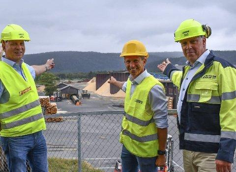 Ambisjoner: Her på Bergene Holms avdeling på Nidarå vil Biozin bygge det store anlegget. F.v. direktør på Nidarå, Johan Mørland, sammen med Biozin-direktør Thomas Skadal og Bergene Holms direktør Erland Løkke. Arkivfoto