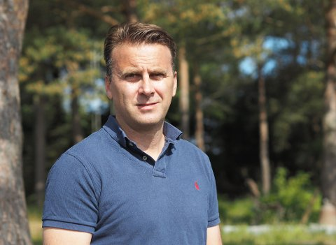 HAR F(L)ÅTT NOK: Petter Aase har sett seg lei på å stadig måtte fjerne flått fra unger og katt.