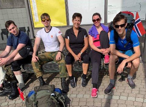 LANGTUR: Her et knippe deltakere på turen fra Vestby til Svinesund i fjor. Fv. Sindre Winæs Moseng, Nicklas Moseng, Margunn Odd Skjøstad, Rebecca Linnéa Orning og Hans Viktor Pedersen. Fotografen, Ranveig Solli, gikk hele turen.