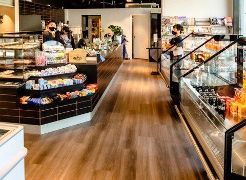 KORONA: Det er registrert koronasmitte i den nyoppussede NT-kiosken i Brekkeveien i Ås sentrum.