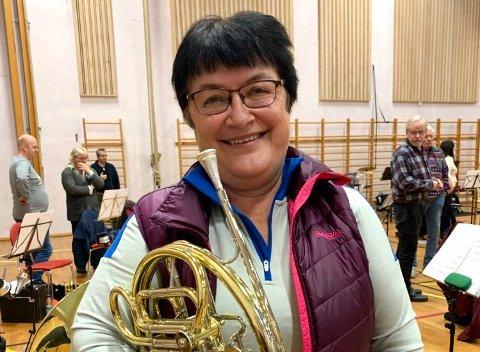 - Mange trodde jeg skulle slutte, det var aldri aktuelt, sier Britt Gunneng, som spiller valthorn.