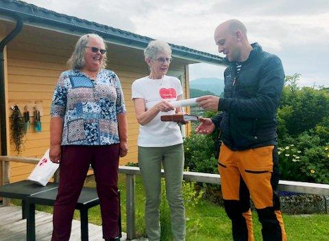 Stafett: Fra Smøla til  Straumsnes.  Mardon Alexsander Aasen tar på seg å «springe» etappen videre.
