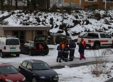 Røde Kors og de andre som leter etter den savnede Risør-mannen har begynt finsøkene, og går blant annet fra dør til dør.